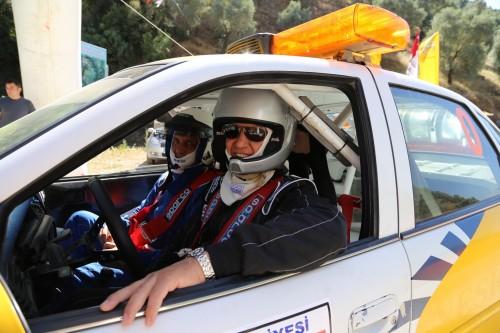 Opel'in CEO'su Özcan Keklik, Şırlan tırmanmada öncü otoyu kullandı..
