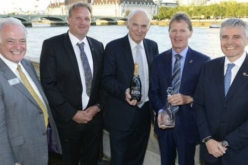 Wilson, ödülünü İngiliz Bakan Vince Cable?ın elinden aldı.