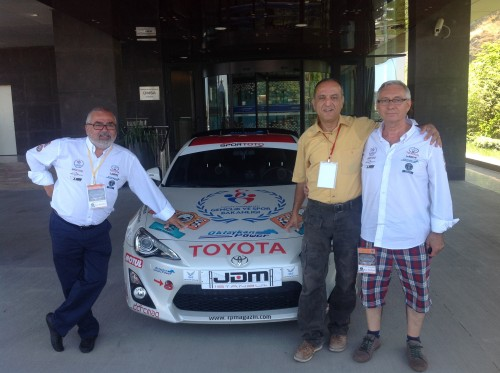 Bora Köktener (solda) ve Necmettin Oktaykan ile Toyota'nın başındayız..