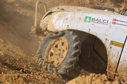 Murat Balcı'nın sol ön tekeri kırıldı