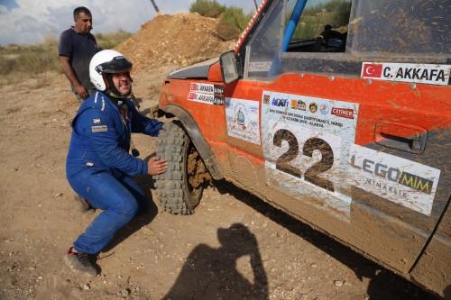 Caner Akkafa, ilk gün son etapta sol ön taşıyıcıyı kırdı